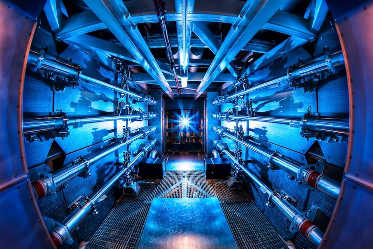 500 terawatt shot - The preamplifiers of the National Ignition Facility (Photo: Damien Jemison/LLNL)