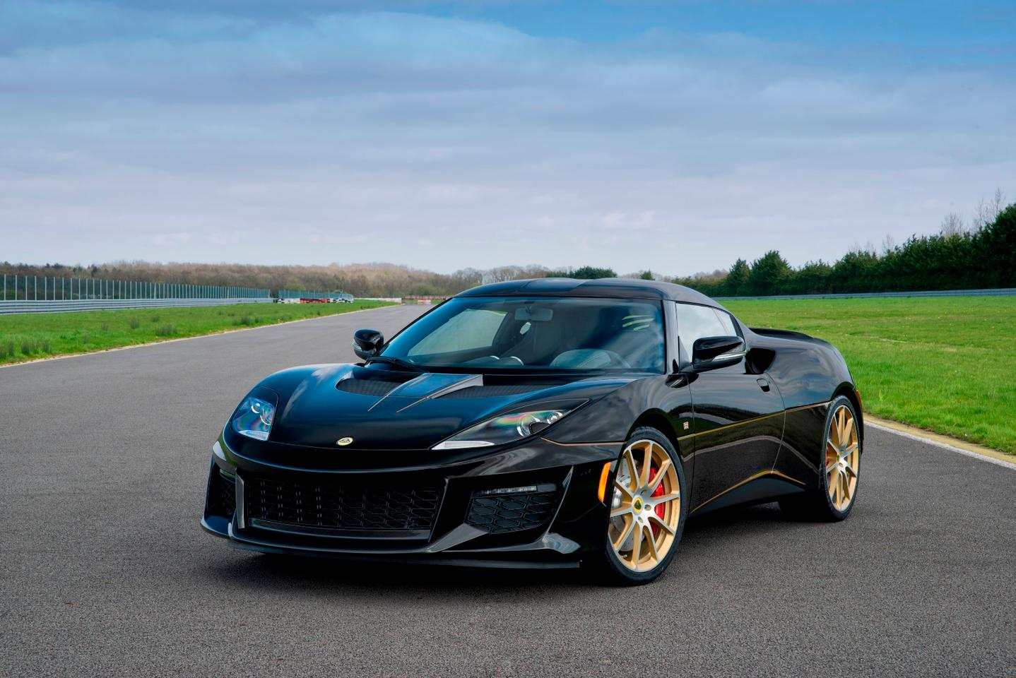 The black-and-gold paint on the Evora 410 harks back to the legendary Lotus F1 cars of the 1970s and '80s
