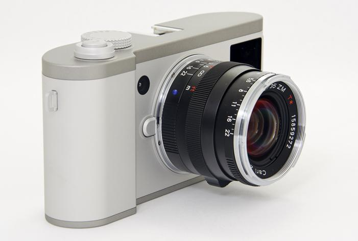 The Konost FF uses a secondary image sensor to provide digital rangefinder focusing