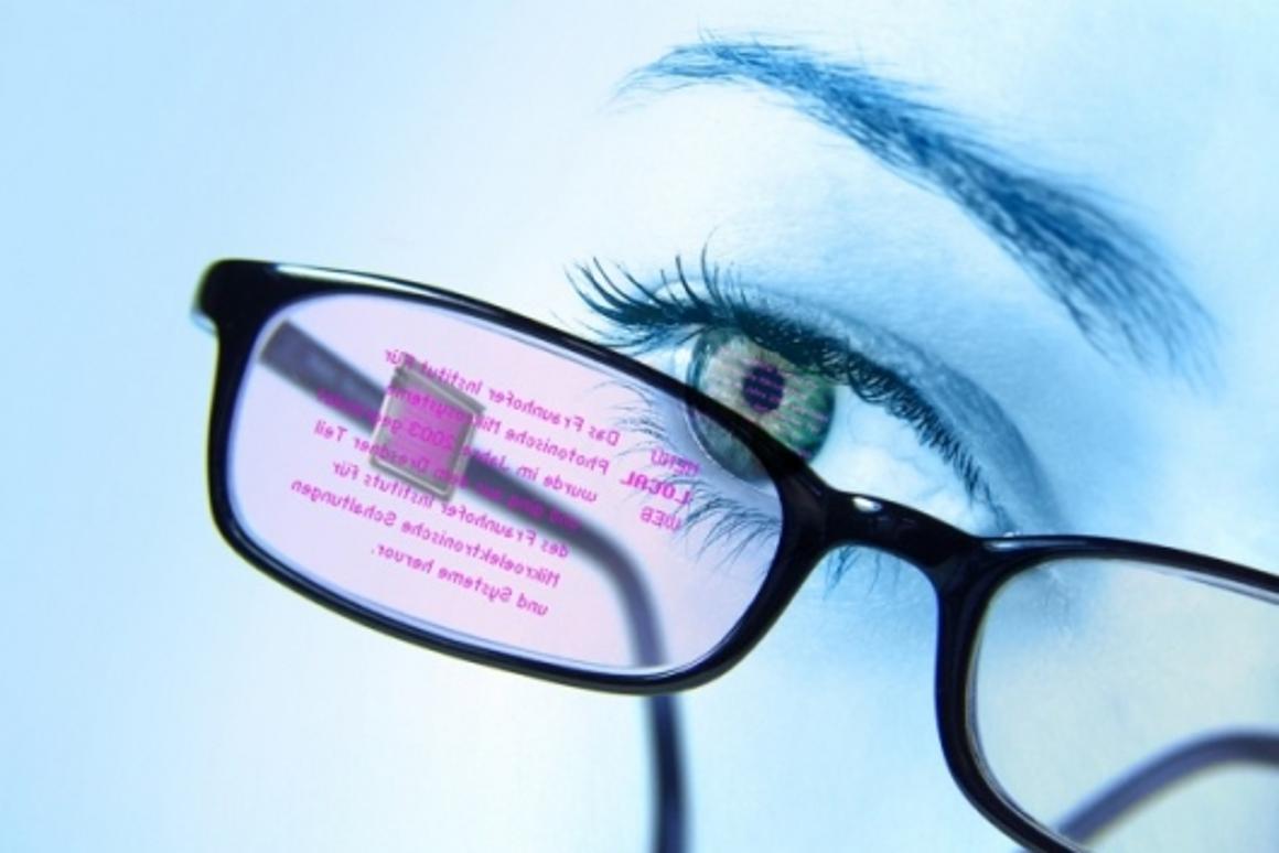 OLED data glasses give wearers an eyeful