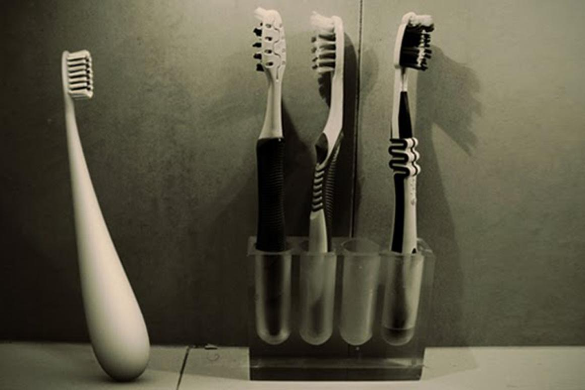 The Dews Toothbrush concept stands alone