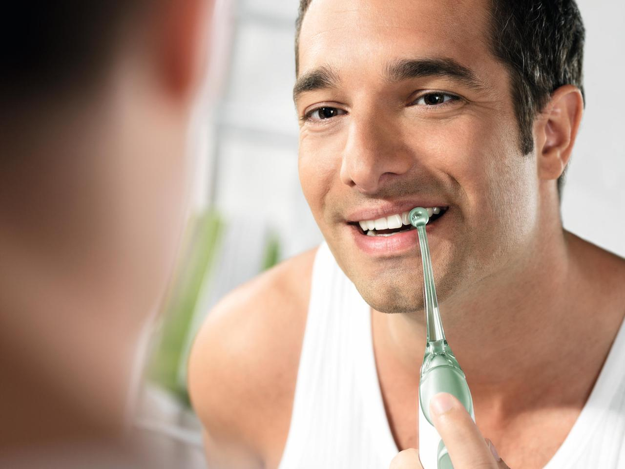 Philips has introduced a new handheld dental care product that dislodges interdental plaque and bacteria with rapid bursts of air and water.