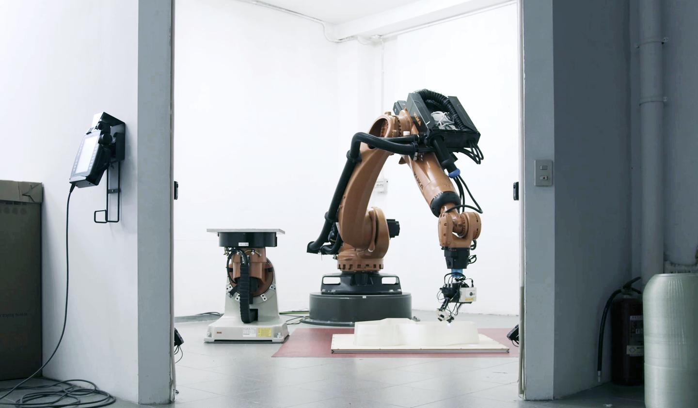 The MAMBO was printed using two Kuka Quantec High Accuracy robots