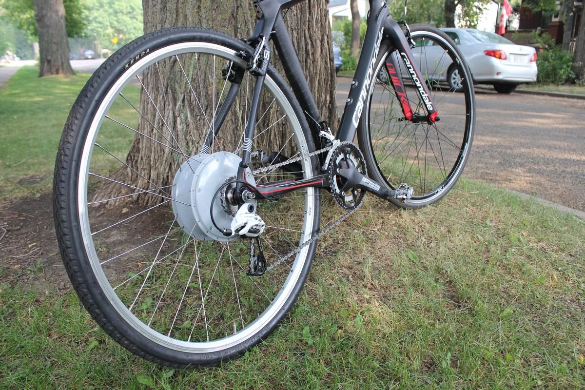 Gizmag tries out the FlyKly Smart Wheel