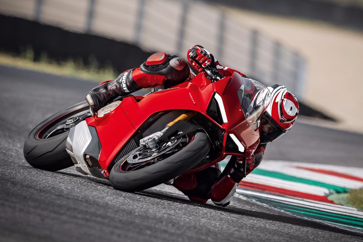 2018 Ducati Panigale V4 S: all-new, 1103cc, 90-degree Desmosedici Stradale V4 engine