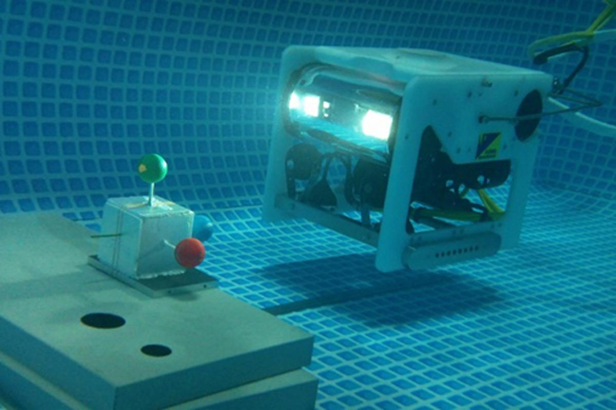 The MOS/AUV approaches a target at Okayama University