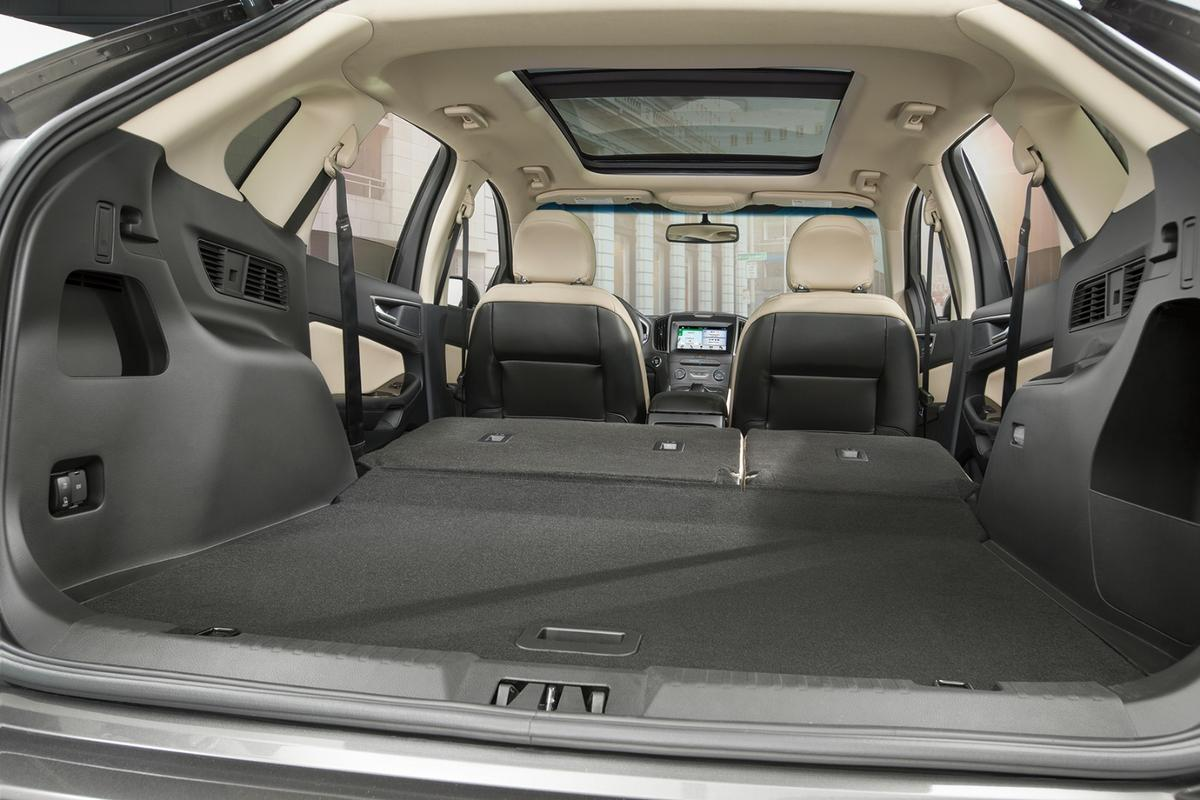 There are 39.2 cubic feet (1,110 liters) of cargo space behind the second row and that expands to a cavernous 73.4 cubes (2,078.5 liters) with the rear bench folded down