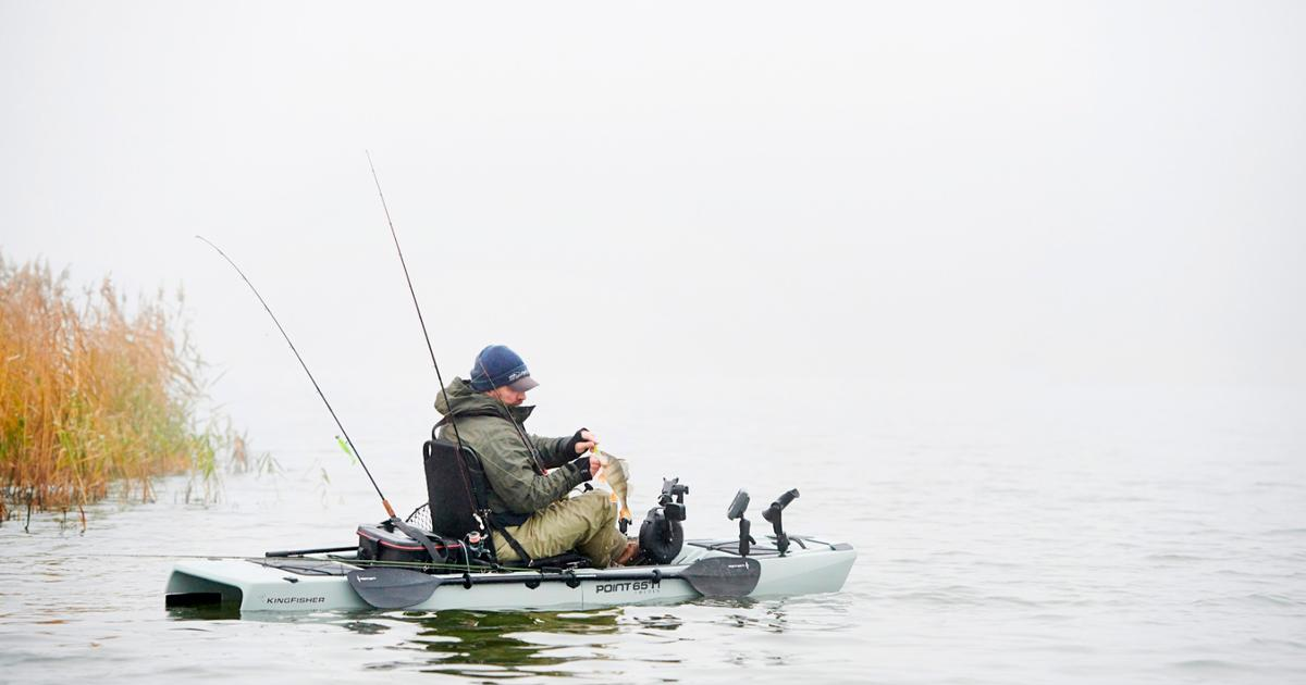Modular trimaran kayak does the splits for transport