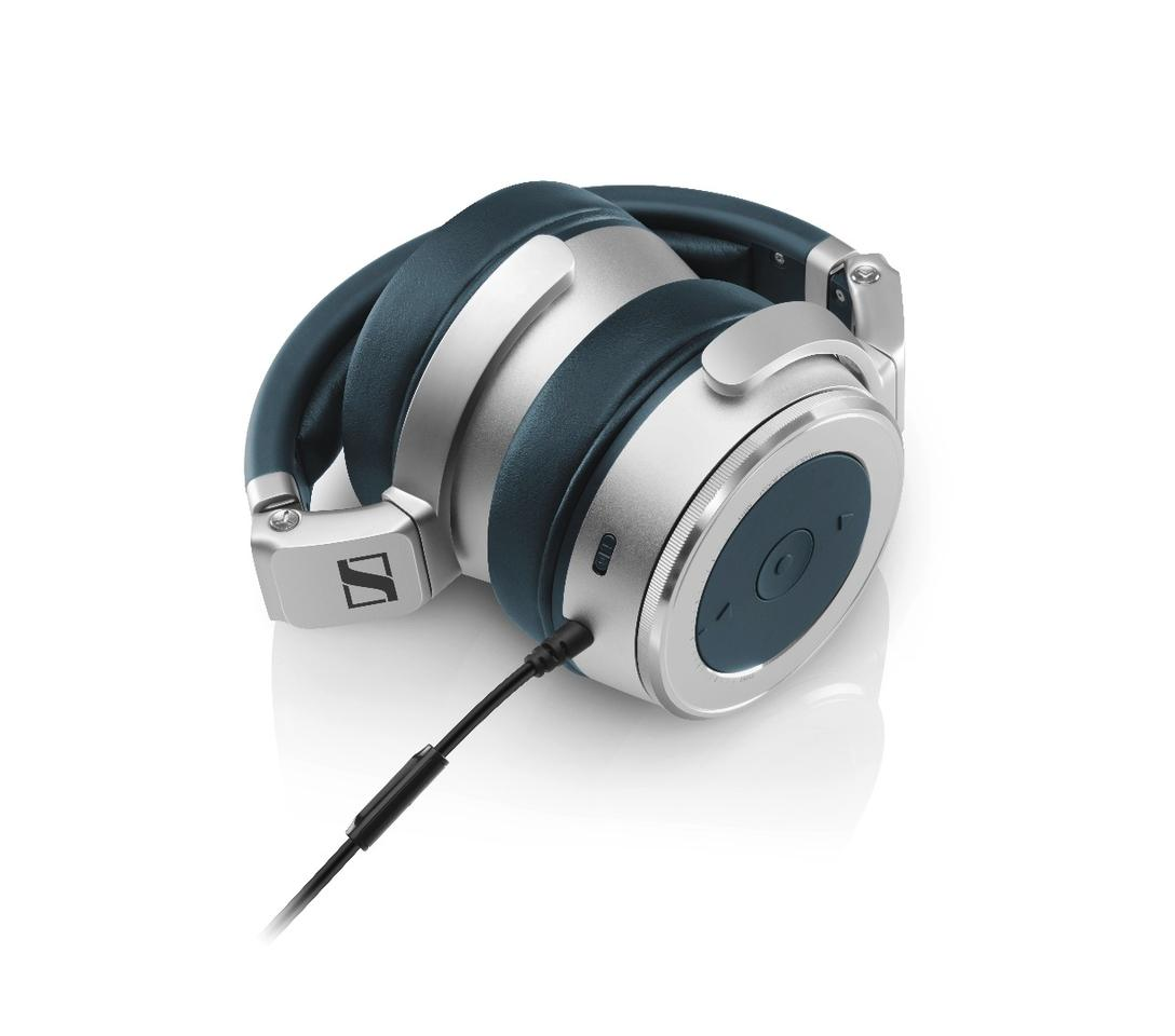 Robust and classy aluminum ear cups, headband and sliders contribute to a scale-tipping weight of just 400 g (14 oz), and the HD 630VBs can be collapsed down for travel