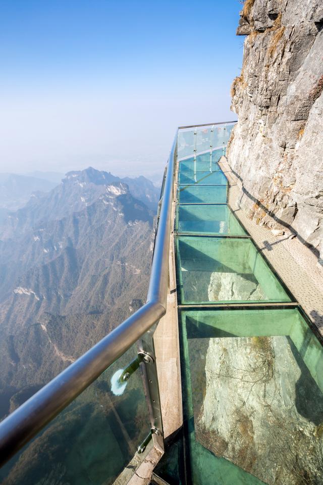 The Tianmenshan crystal glass skywalk, Tianmen Mountain, China (Photo: Shutterstock)