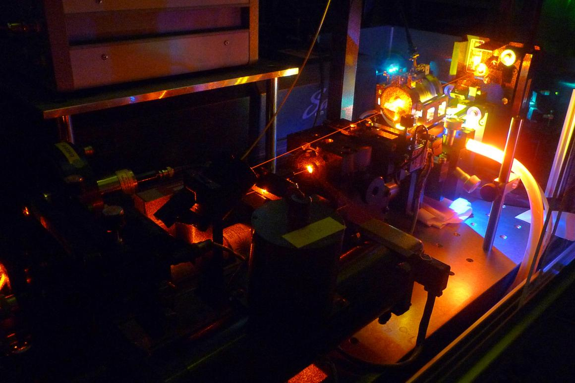 Scientists have managed to stop light within a crystal for up to one minute (Photo: TU Darmstadt)