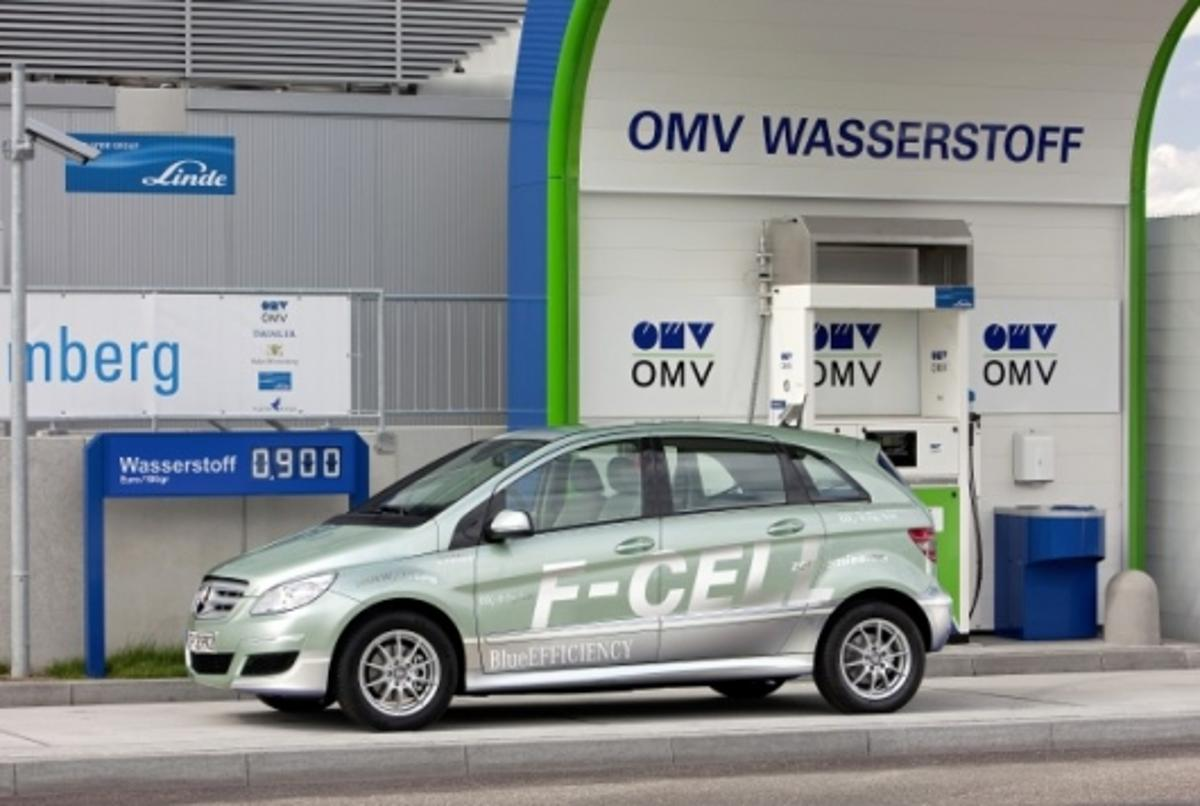 The Mercedes-Benz B-Class F-CELL hydrogen-powered electric vehicle to be released later this year