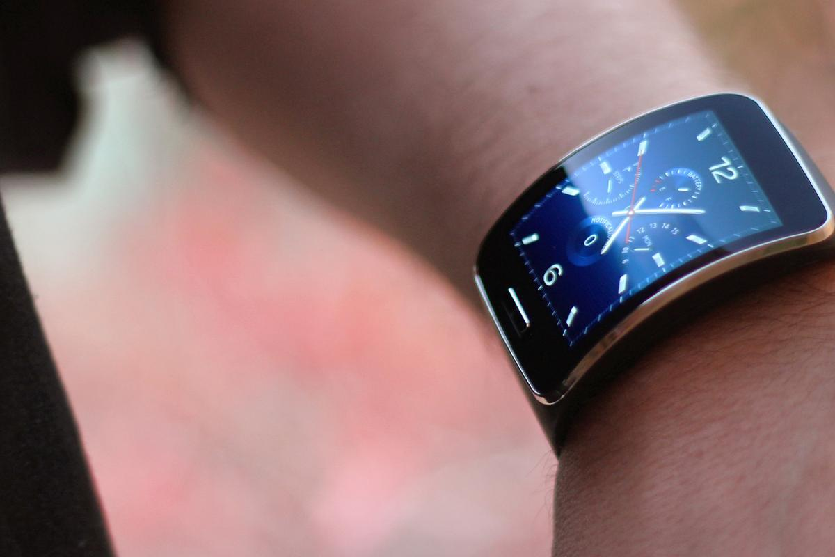 The Gear S still isn't perfect, but it's the only smartwatch that could have fit our purposes at CES 2015 (Photo: Will Shanklin/Gizmag.com)