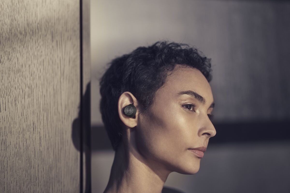 The active noise cancellation levels are automatically adjusted depending on the wearer's surrounding, not so powerful in quiet environments but full tilt on airplanes