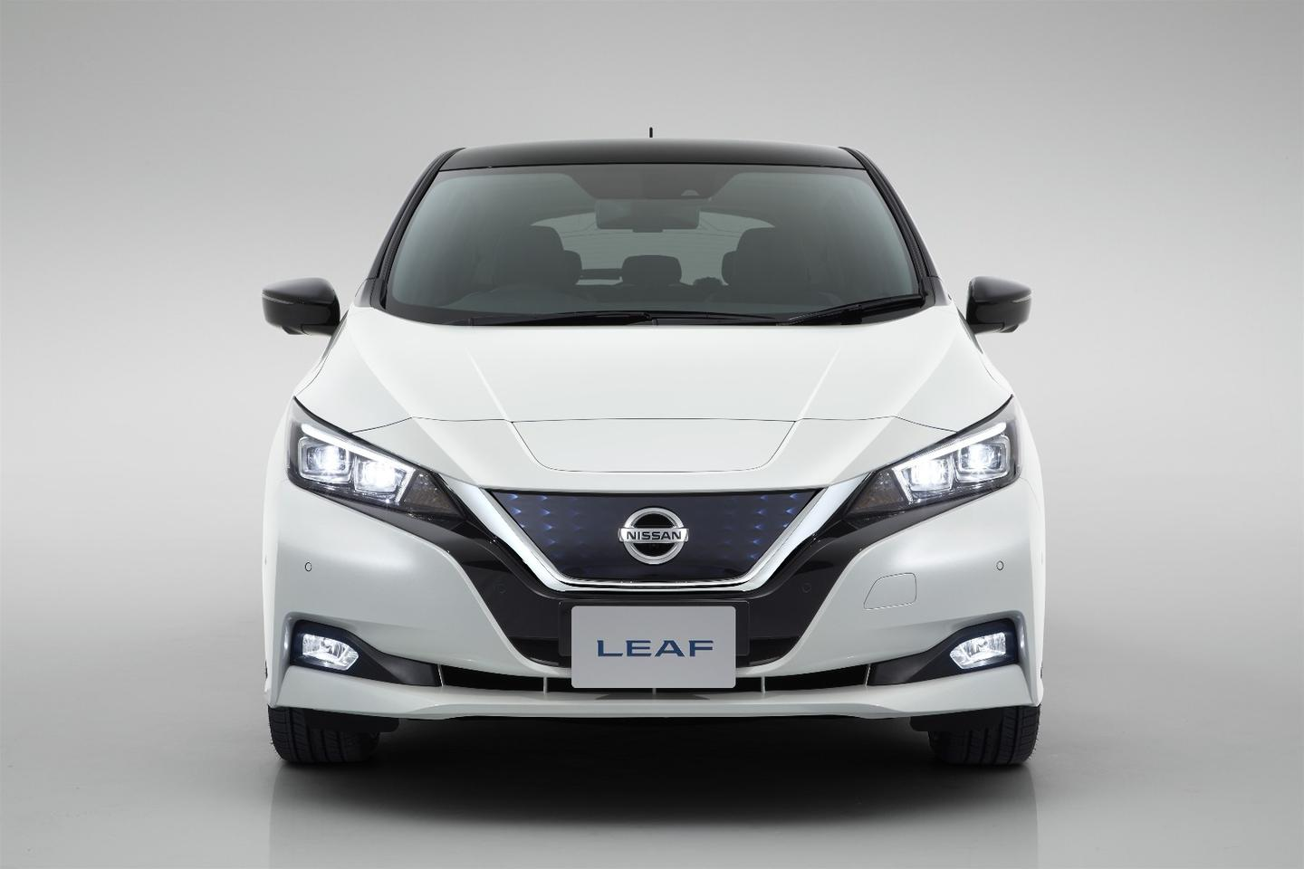 The aerodynamic nose of the new Nissan Leaf