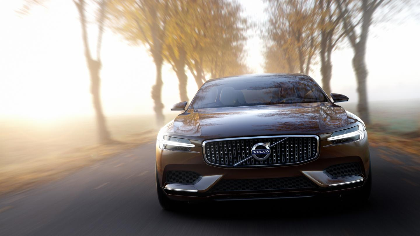 The Concept Estate's front design treatment features Volvo's signature floating grill, expansive intakes, and the new T-shaped DRL light guides