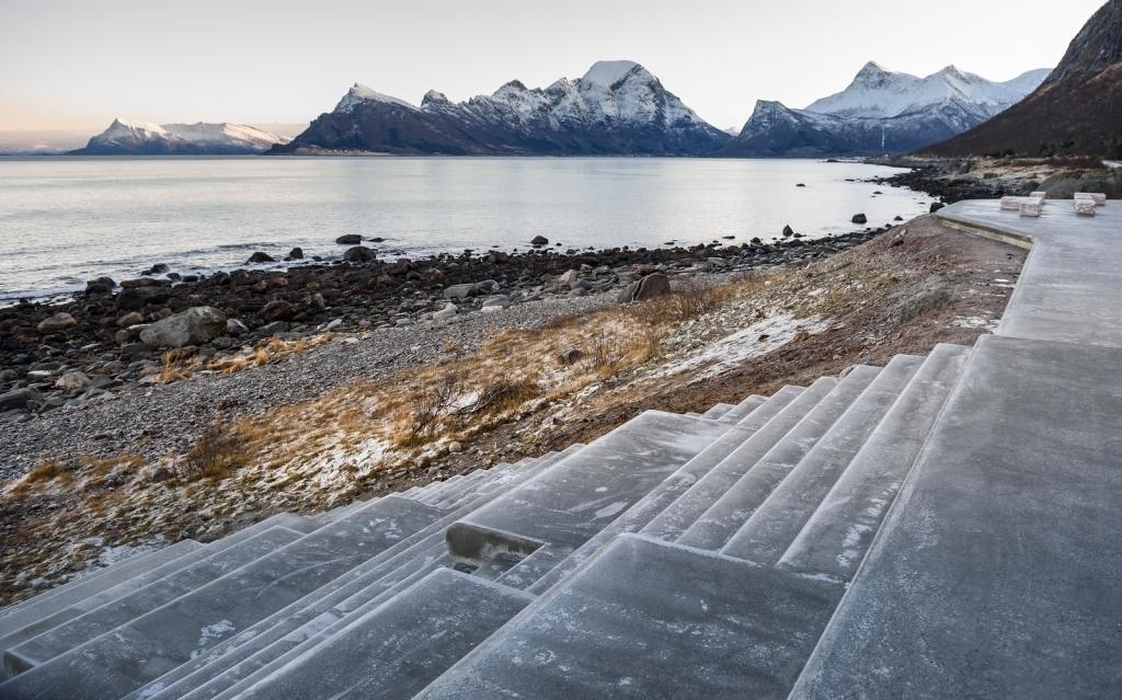 Opened earlier in March, the Ureddplassen rest stop is now offering refuge to those traveling along the Helgelandskysten scenic route in Norway's west