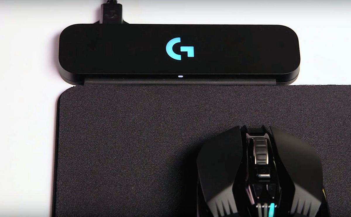 Logitechhas opted to make use of electromagnetic resonance, as opposed to induction charging, to provide power to a static or moving mouse on the Powerplay pad's 275 x 320 mmsurface