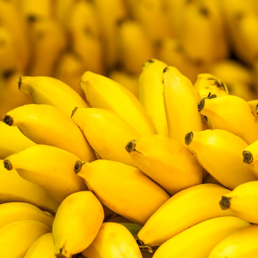 The super bananas are yellow on the outside (like the regular bananas seen here), but their flesh is orange with pro-vitamin A (Photo: Shutterstock)