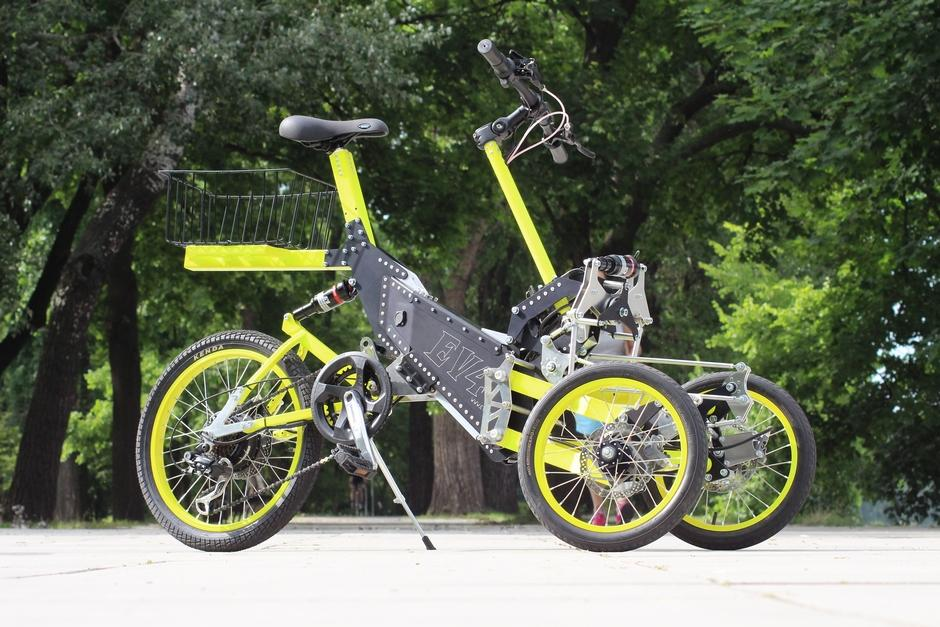 Tilting e-quad gets tilting trike stablemate