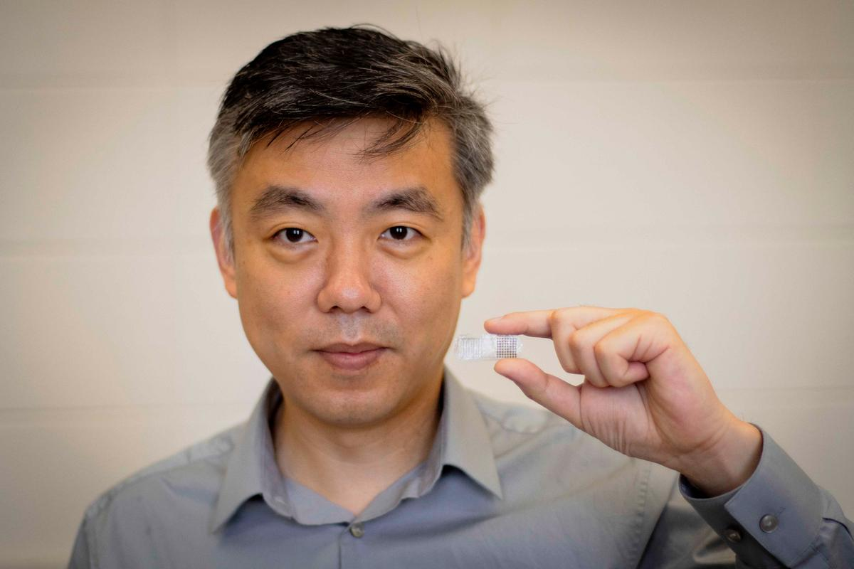 Prof. Xudong Wang with his FED (fracture electrostimulation device)