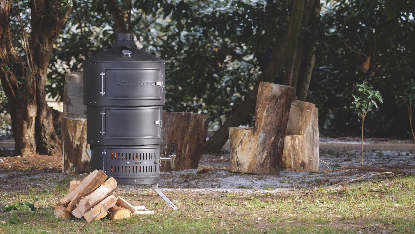 The Aquaforno II takes a similar shape to versatilevertical cookers, but promises a few extra cooking options along with a telescopic assembly system