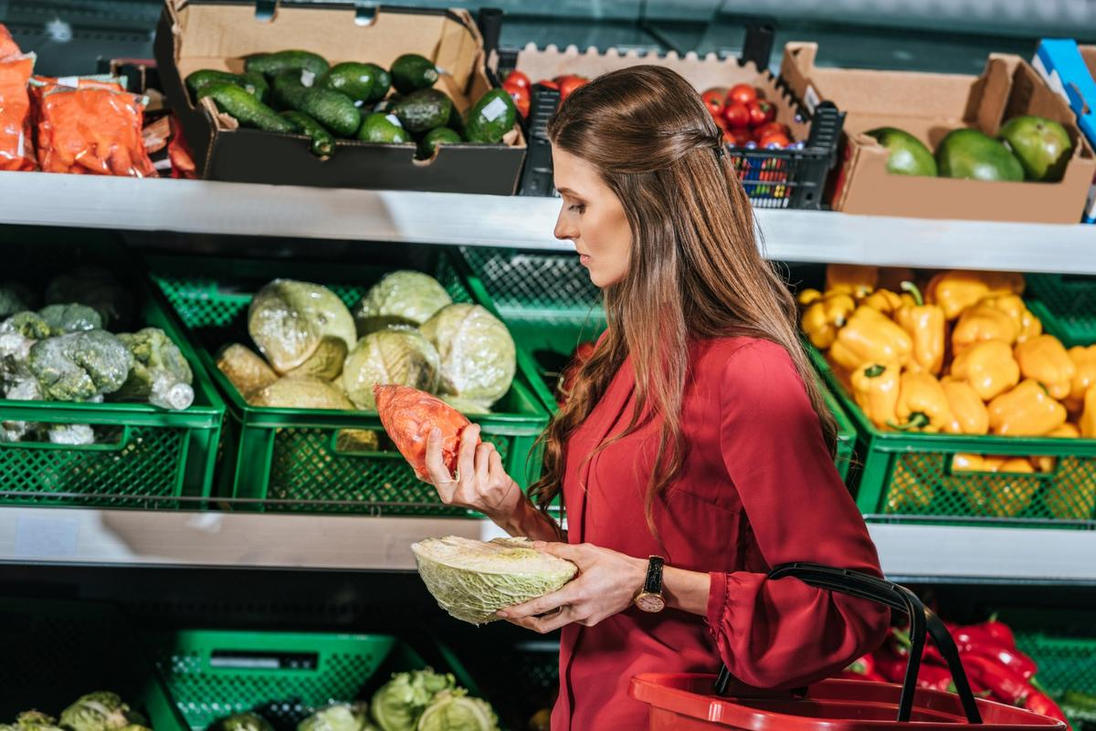 A new study contrasts the excessive packaging found in meal kits against increased transportation and food waste factors commonly associated with grocery shopping