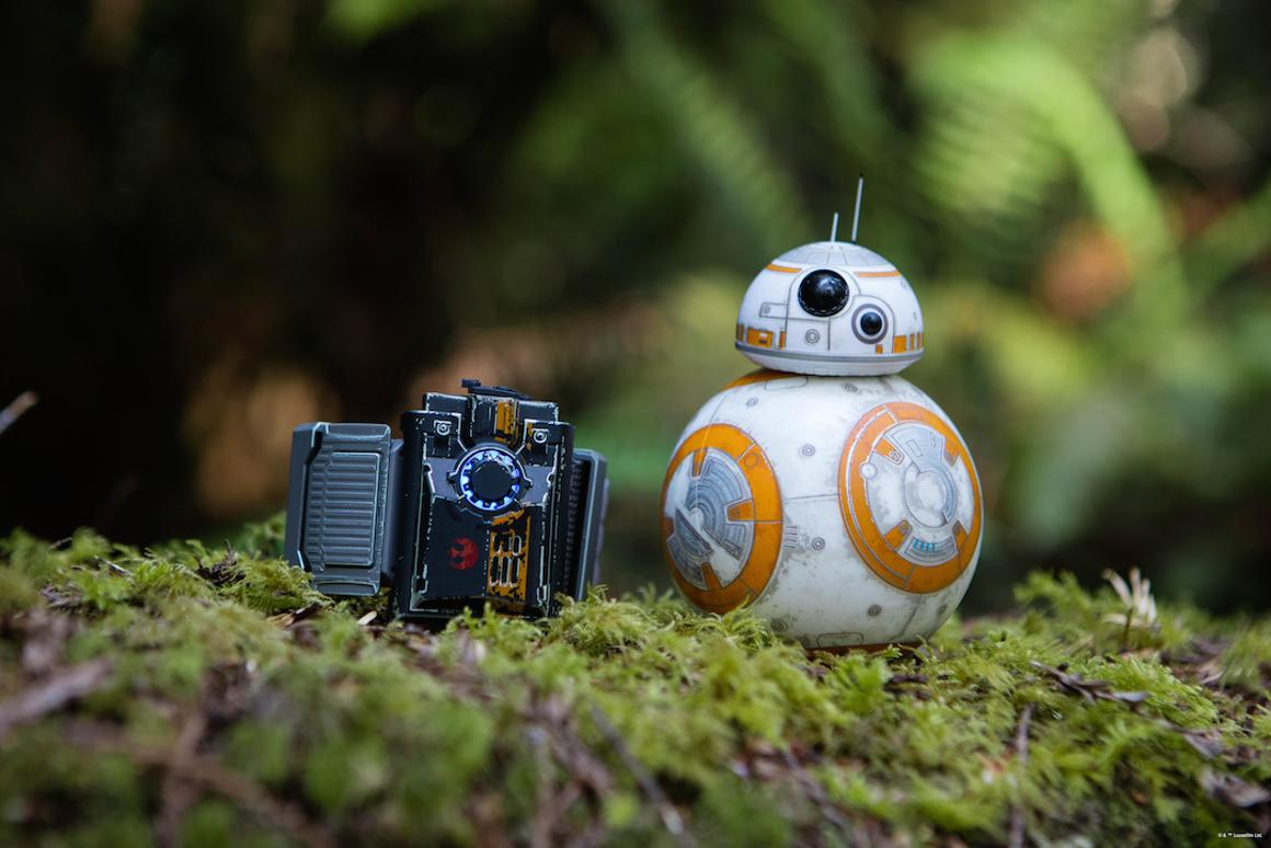 Sphero's BB-8 droid can soon be controlled with motion gestures, thanks to a new wearable device called the Force Band