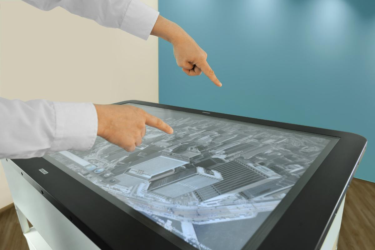 Users of the Evoluce ONE can now scroll, rotate, stretch, shrink, or pivot in mid-air thanks to geo-spatial gesture control