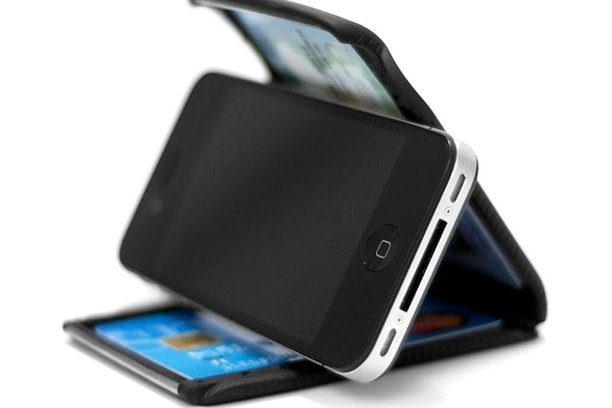 The Cobra Wallet looks like a useful companion for your smartphone