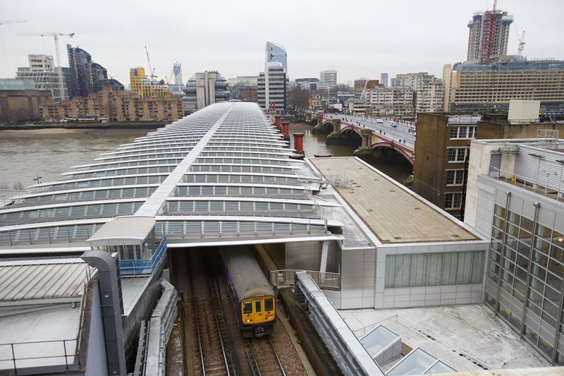 Work has finished on Blackfriar's Bridge in London, now the largest solar bridge in the world