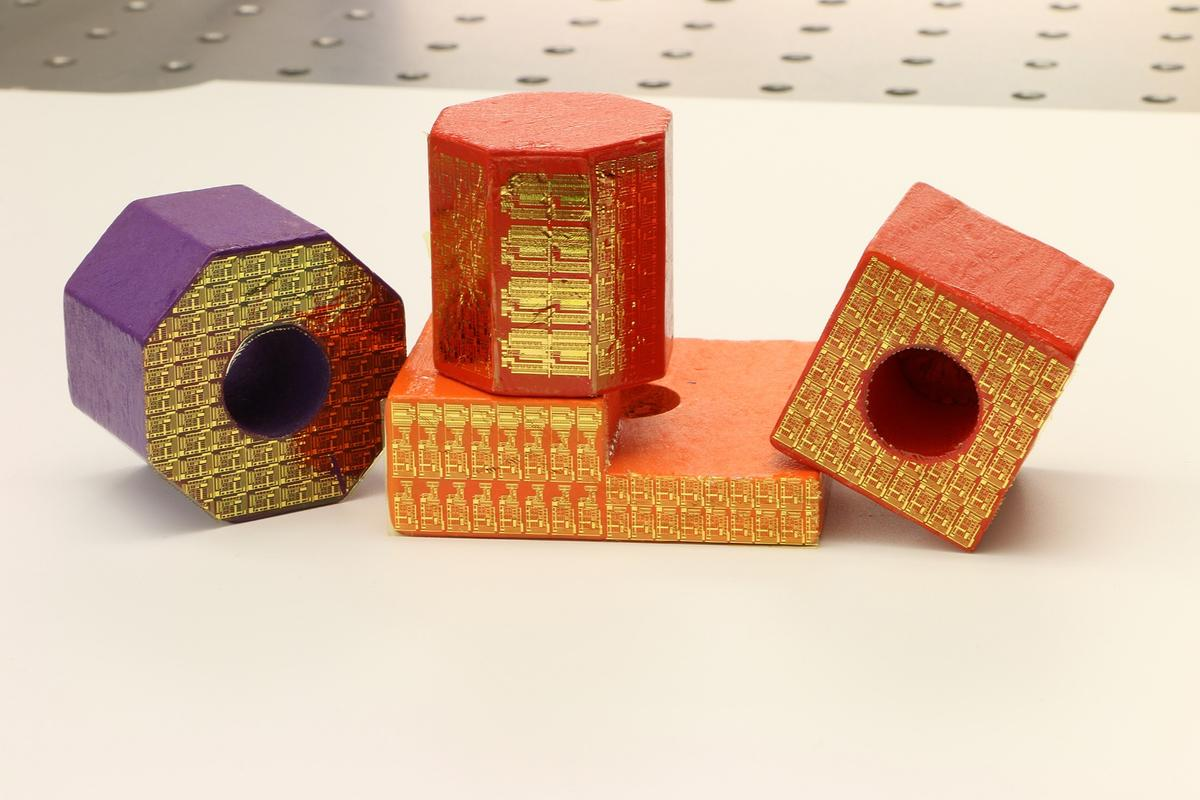 """Electronic stickers can turn ordinary toy blocks into high-tech sensors connected to the """"Internet of Things"""""""