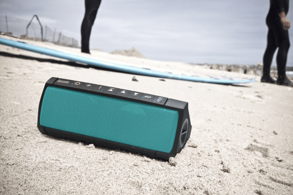 In addition to seawater, the Rush is designed to hold up to sand, dust, snow and shock