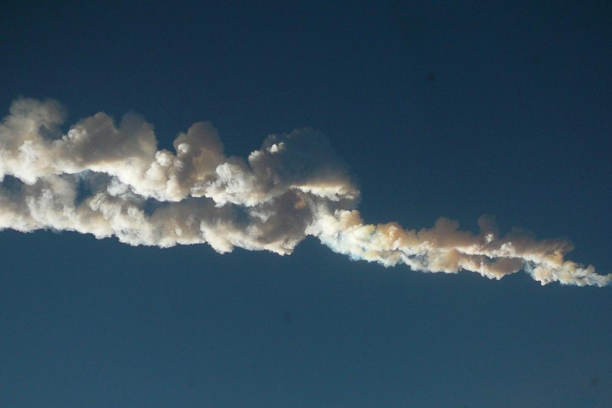 Vapor trail of the Chelyabinsk meteor (Photo: Nikita Plekhanov/Wikipedia)