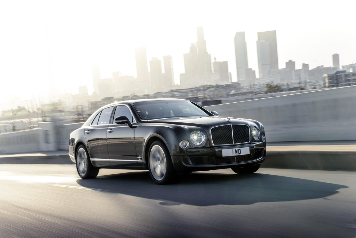 The Mulsanne Speed sports a 6.75 liter 530 bhp twin-turbo V8 that's good for a 0-60 (96 km/h) time of 4.8 seconds