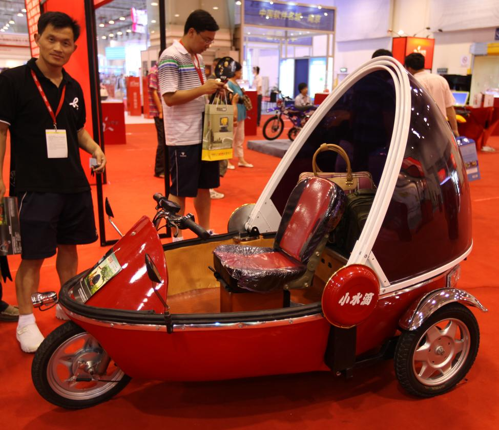 The US$750 Bubble Bike urban commuter for three people