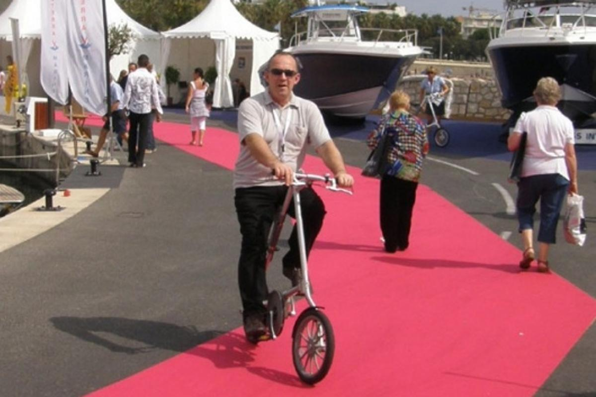 Gizmag's Mike Hanlon aboard the STRIDA