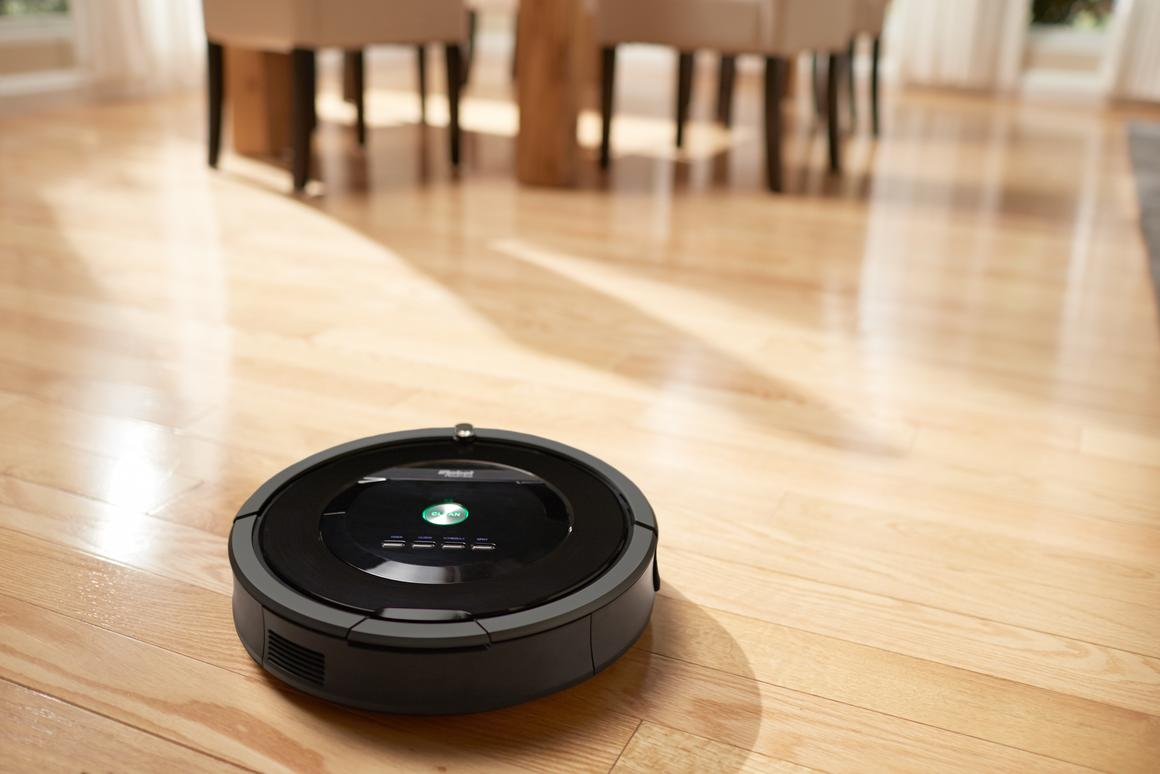 The Roomba 800 Series has no bristles