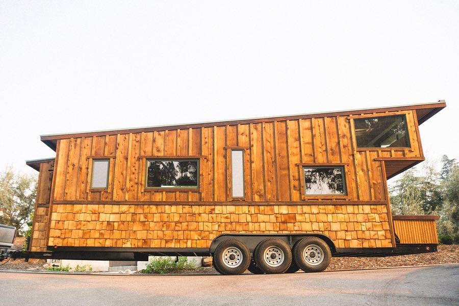 El Toro is based on a triple-axle trailer and measures 28 ft (8.5 ft)-long