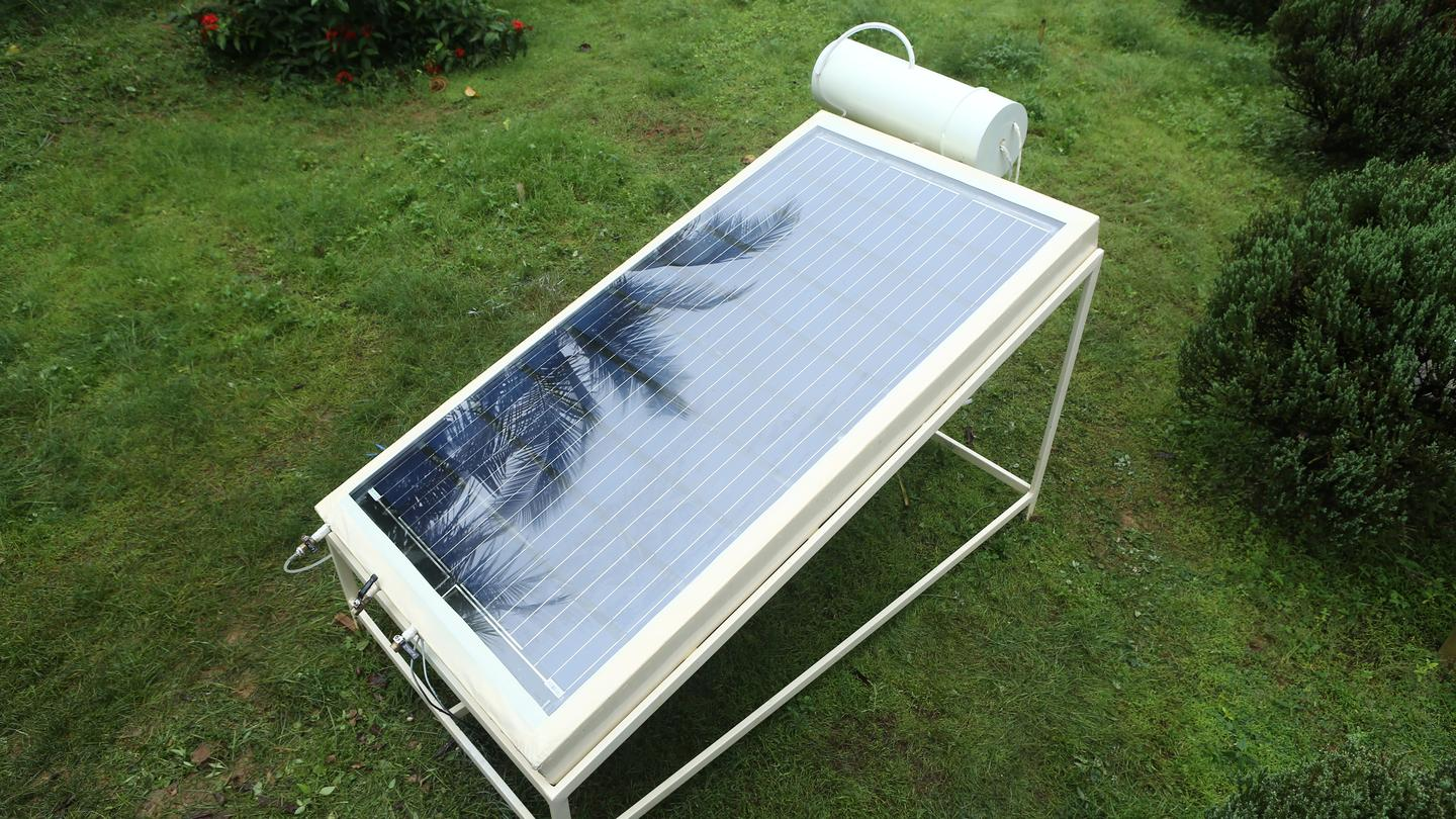 The Desolenator produces clean drinking water using sunlight