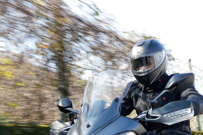 AGV Sportmodular: the first full carbon flip face