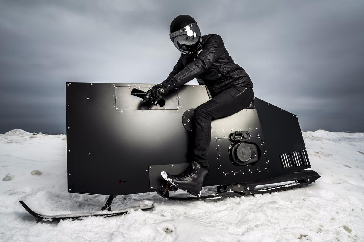 The Snoped is an upright single-track snow-bike