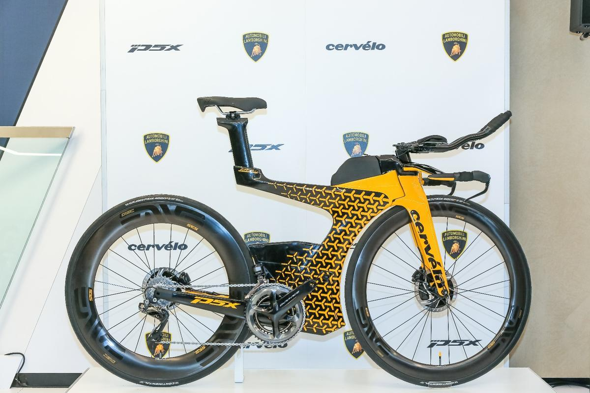 The Cervélo P5X Lamborghini Edition was designed by Lambo's Centro Stile studio and is offered in familiar yellow with Y-shaped detailing