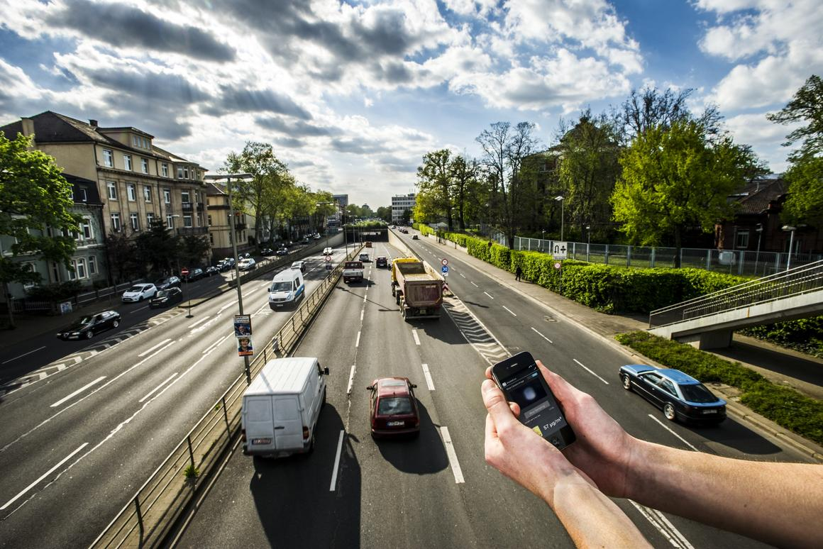 A fine-dust sensor that attaches to your smartphone could help you – and everyone else – monitor air pollution in real time (Photo: Patrick Langer, KIT)