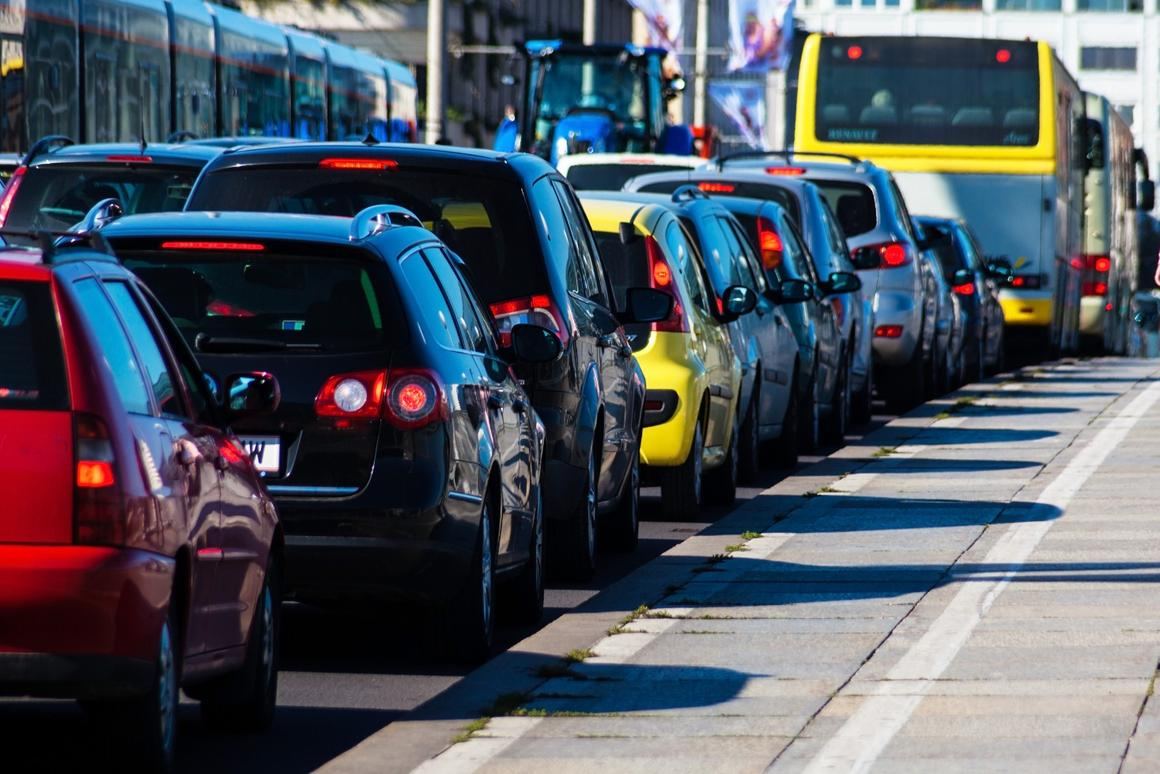 A new study suggests that it would be cheaper for owners of driverless cars to have their vehicles circle the streets by themselves, instead of paying for parking – which would increase traffic congestion