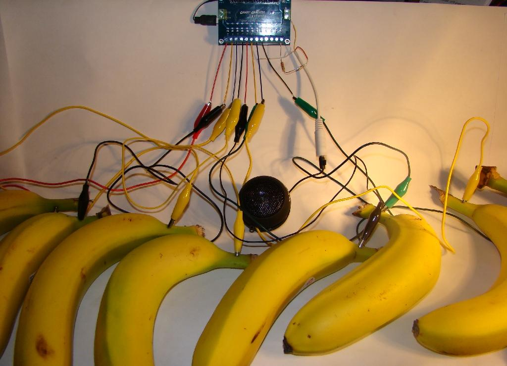 The Venn diagram of objects you can eat, and objects from which digital synthesizers have been made is one with minimal overlap; but thanks to Gadget Gangster's Jeff Ledger and his Bananaphone synthesizer, that union has gotten a little bigger