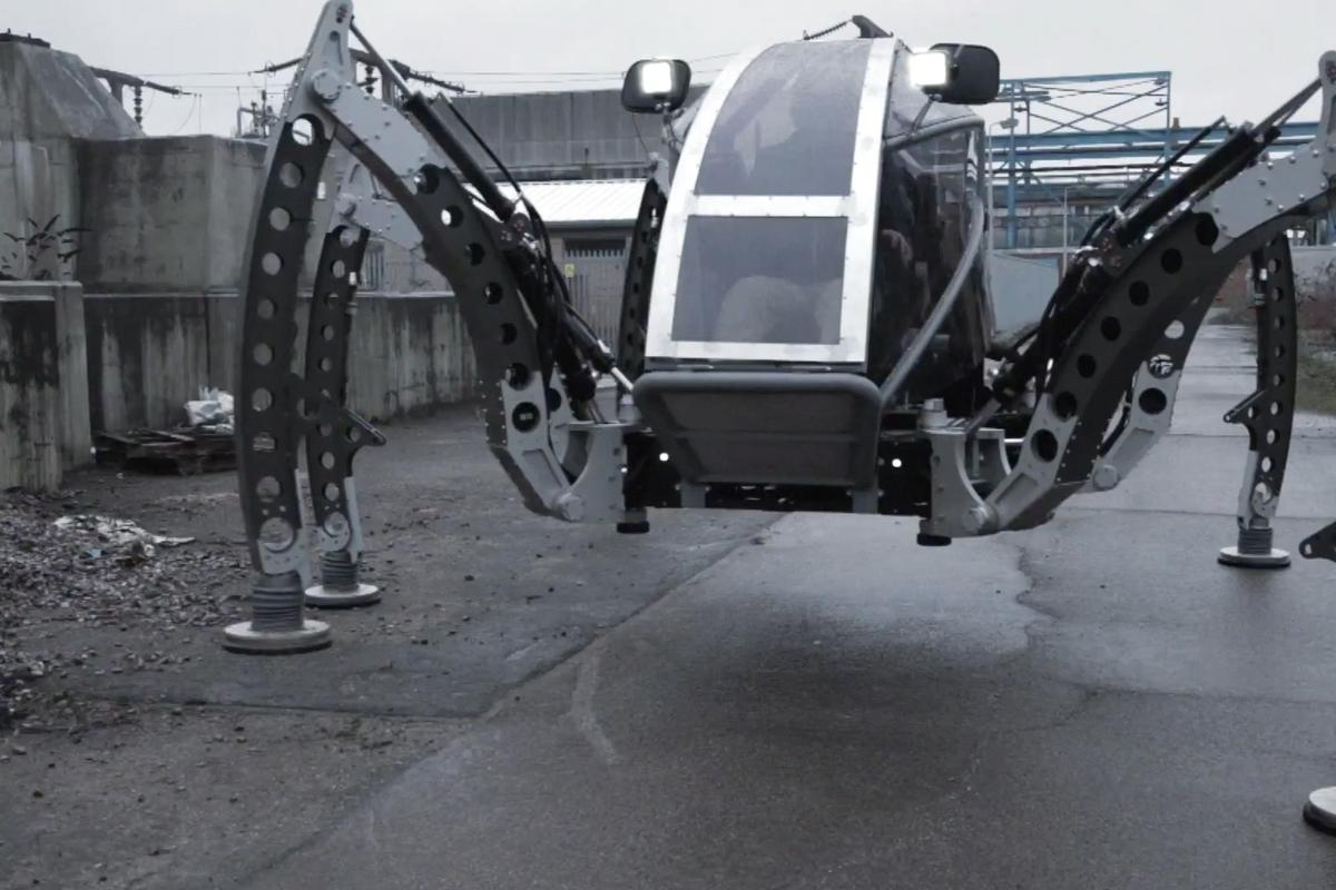 Mantis, built by Matt Denton of Micromagic Systems, is the largest operational hexapod in the world
