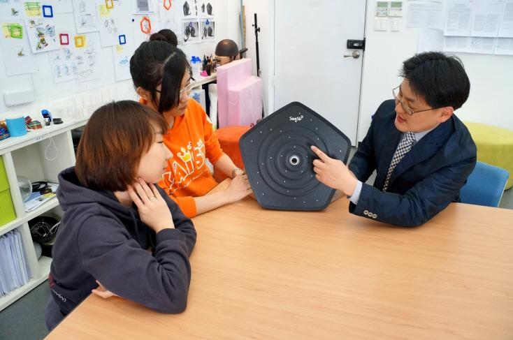 KAIST's Prof. Seok-Hyung Bae (right) with the SeeSV-S205 sound camera