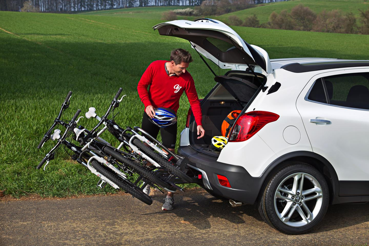 The bikes tilt out of the way when you need to get into the hatch (© GM Company)