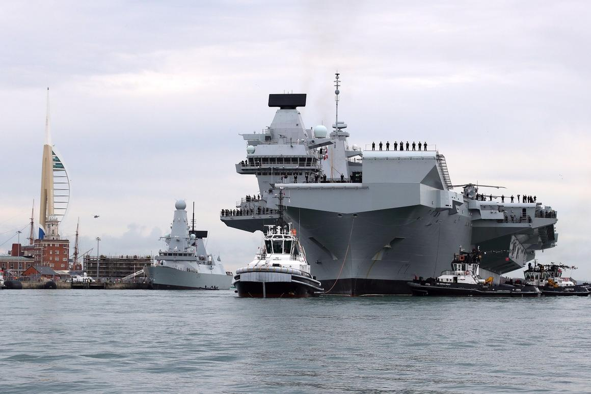 HMS Queen Elizabethentered its homeport of Portsmouth for the first time this Wednesday